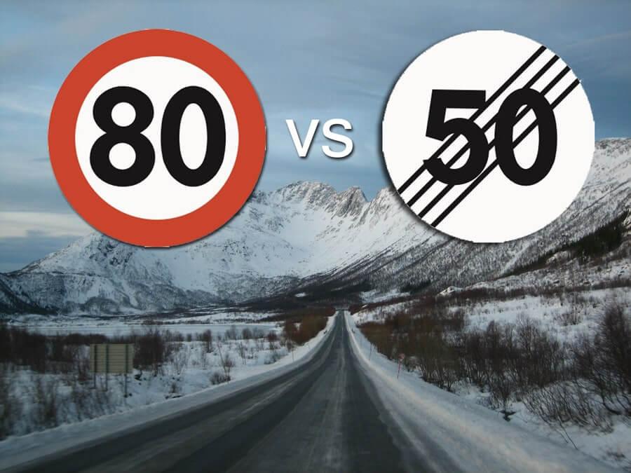 vei med 80-skilt og opphevet-fartsgrense-skilt