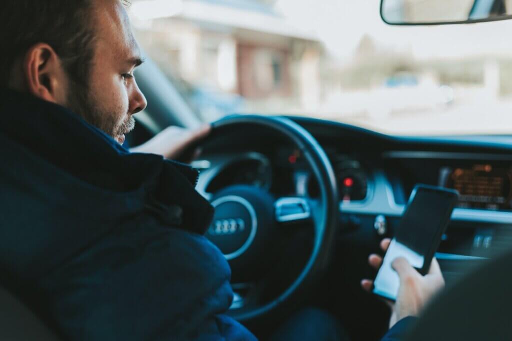 Mobilbruk bak rattet