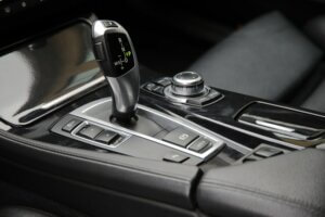 Ta førerkort med automat eller manuelt gir?